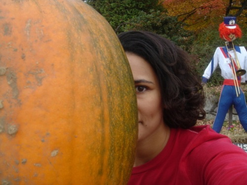 Me, pumpkin, scarecrow. Mack's Apples, 2006.