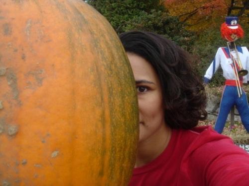 Me, pumpkin, scarecrow. Mack's Apples, 2006.